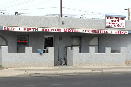 5th-ave-motel.JPG